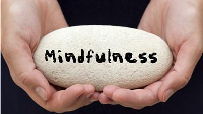 Imagen Mindfulness - concepto - piedra